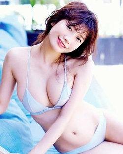 セクシーな日本の女子高生は大人の映画を再生します - 本1